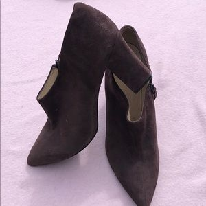 Pointy chunky suede booties